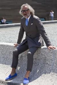 スーツにエスパドリーユ