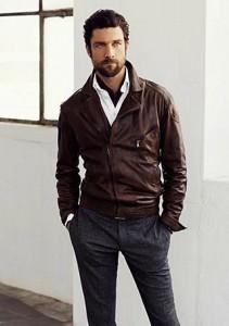 50代の男性に似合いそうなダブルライダースジャケットコーデ
