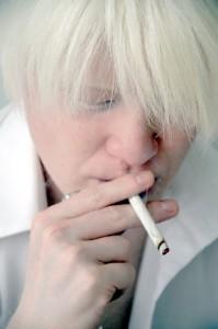 喫煙も加齢臭の原因となる