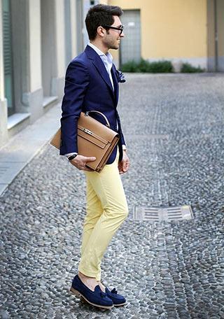 紺ジャケット×イエローパンツ