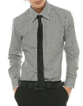 ギンガムチェックシャツにネクタイ